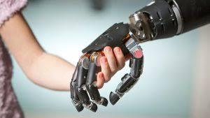 Diseñan prótesis biónica para personas sin movilidad en brazos