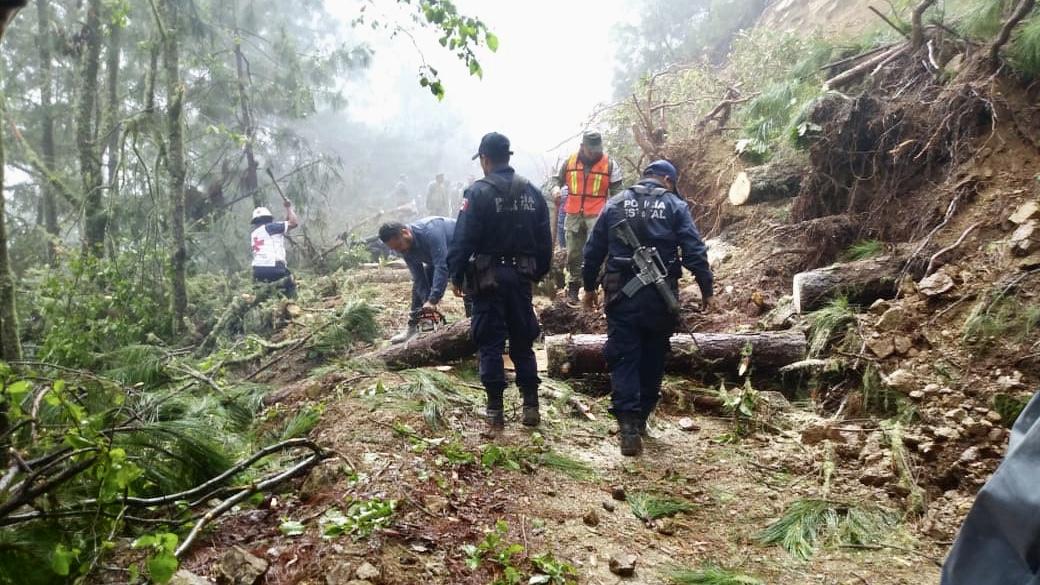 Apoya SSPO, GN, Ejército y Cruz Roja a desbloquear caminos en la Sierra Sur