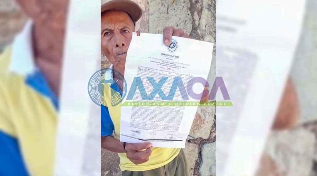 Inspectores de Oaxaca de Juárez despojan de mercancía a anciano en el Zócalo, Oaxaca